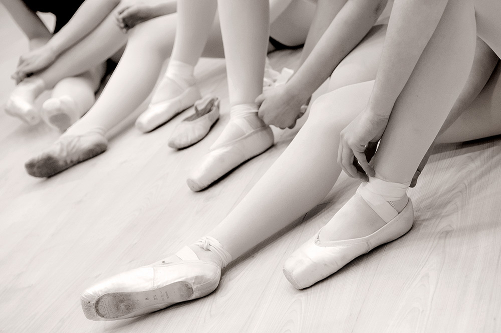 dancers legs and feet in pointe shoes